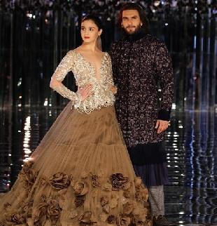 अलिया भट्ट औऱ रणवीर सिंह ने की अदाओं ने दर्शकों  का दिल जीत लिया।