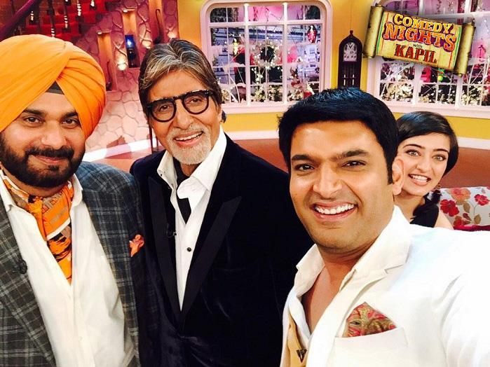 अब जब साथ हो महानायक अमिताभ बच्चन का और क्रिकेटर नवोत सिंह सिद्धू का तो एक सेल्फी तो जरूर बनती है। ये सेल्फी भी कपिल शर्मा ने अपने शो के दौरान खिंची है।
