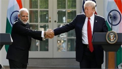 भारतीय प्रधानमंत्री नरेंद्र मोदी और अमेरिकी राष्ट्रपति डोनाल्ड ट्रंप के बीच भारतीय समयानुसार देर रात एक अहम बैठक हुई जिसमें दोनों ने कई अहम मुद्दों पर चर्चा की।