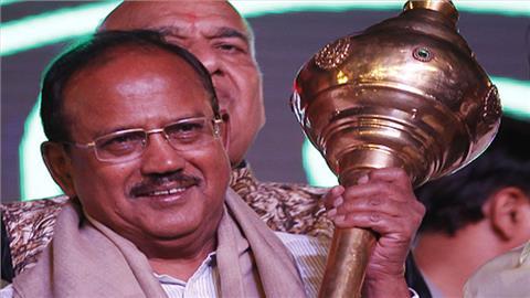 अजीत कुमार डोभाल का जन्म पौड़ी जिले में सन 1945 में हुआ था। वह केरस कैडर से 1968 में आईपीएस के लिए चुने गए थे।