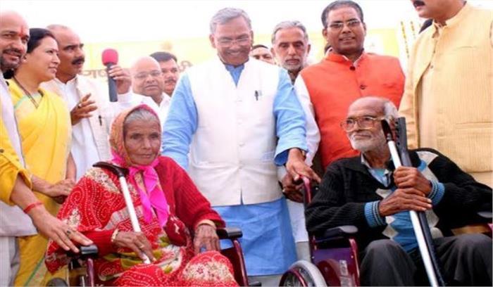 मुख्यमंत्री ने अल्मोड़ा में की राष्ट्रीय वयोश्री योजना की शुरुआत, बुजुर्गों को मिलेगी हर मुमकिन मदद