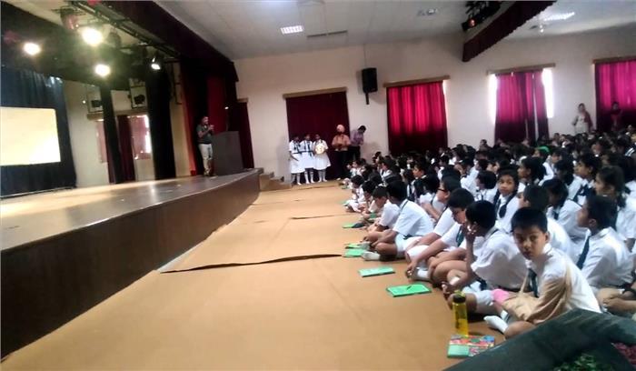 बच्चों के बाल जबरन काटने से नाराज परिजनों ने की स्कूल में तोड़फोड़, शिक्षिकाओं के खिलाफ मुकदमा दर्ज