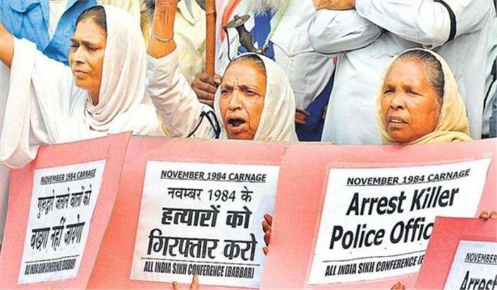 सिख दंगों के 2 दोषियों पर कोर्ट में हमला अकाली विधायक मनजीत सिंह सिरसा ने मारा थप्पड़  देखें video
