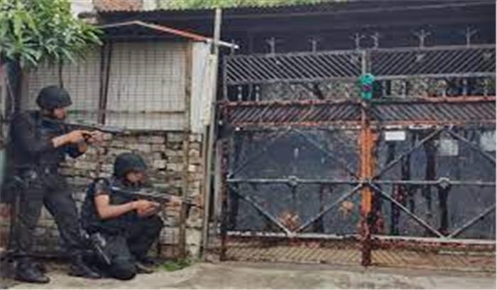 LIVE - लखनऊ से अलकायदा से दो आतंकी गिरफ्तार , सीरियल ब्लास्ट की थी साजिश , कूकर बम और टाइम बम बरामद