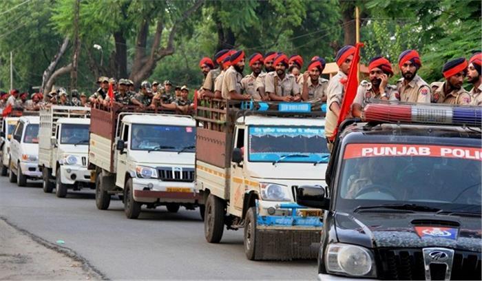 LIVE - कोर्ट की प्रशासन को हिदायत, कहा-राम रहीम के कोर्ट में पहुंचने में देरी न हो, जरूरत पड़े तो लोगों पर बल प्रयोग करें
