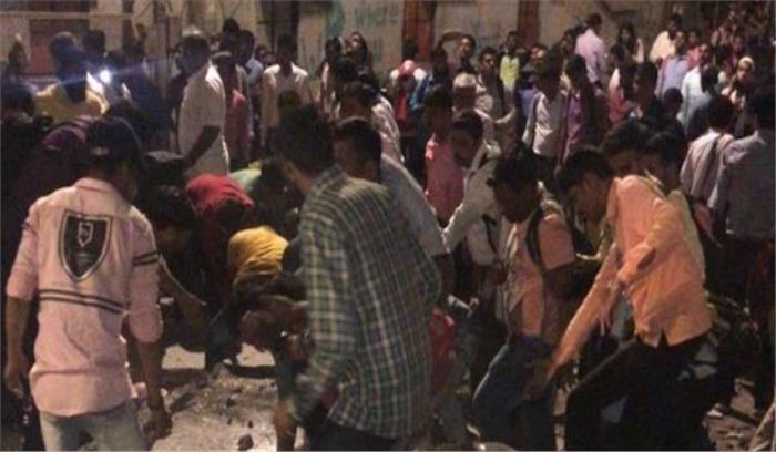 LIVE - मुंबई CST रेलवे स्टेशन को जोड़ने वाला फुटओवर ब्रिज ढहा , 5 लोगों की मौत , 34 घायल