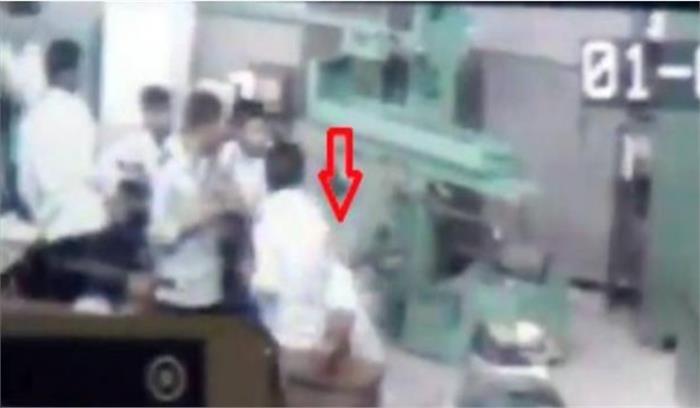 क्लास में साथी से हुआ झगड़ा तो मार दी गोली, देखें घटना का पूरा वीडियो...