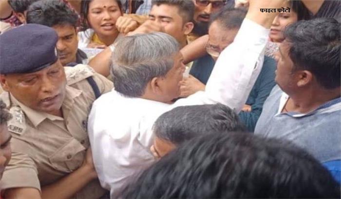 पूर्व मुख्यमंत्री हरीश रावत रुद्रपुर में गिरफ्तार , कई कांग्रेसियों के साथ पीएम मोदी के आने का कर रहे थे विरोध