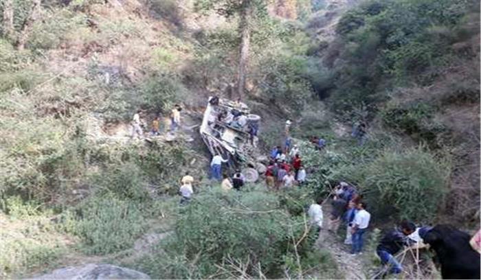 हिमाचल में बड़ा सड़क हादसा, बस खाई में गिरने से 7 की मौत कुछ यात्रियों की हालत गंभीर