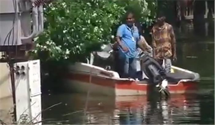 आफत की बारिश- हैदराबाद में झील का पानी भी रिहायशी इलाकों में घुसा, लोग घरों में कैद