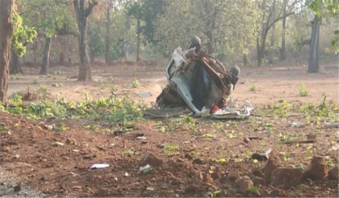 Breaking News - दंतेवाड़ा में भाजपा विधायक भीमा मंडावी के काफिले पर नक्सली हमला , विधायक समेत 5 की मौत