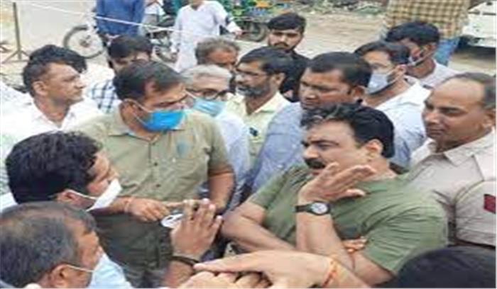 भाजपा विधायक बोले – अफसरों से बढ़िया तो आतंकी , जो विस्फोट करने के बाद अपनी जिम्मेदारी तो लेते हैं