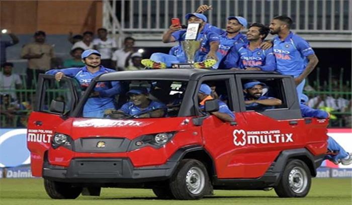 माही भाई की मोटर चली ...पम ...पम...पम....श्रीलंका को रौंदने के बाद टीम इंडिया की गाड़ी कुछ यूं चली...देखें फोटो