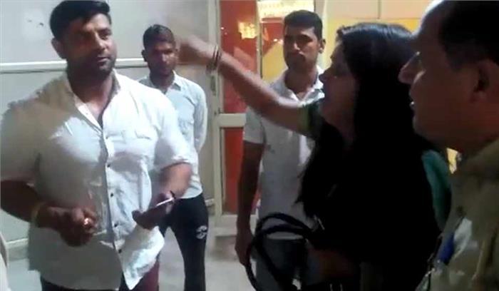 मेरठ में दबंगई दिखाते दरोगा को भाजपा पार्षद नेजमकर पीटा, होटल में महिला अधिवक्ता से साथ नशे में कर रहे थे हंगामा