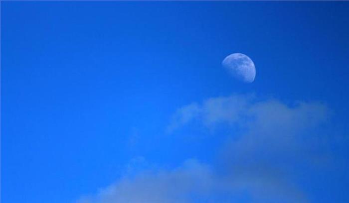 अगले 3 दिन आप दोपहर 11 बजे तक भी देख सकेंगे चंद्रमा को, जानें इस खगोलीय घटना के पीछे का सच