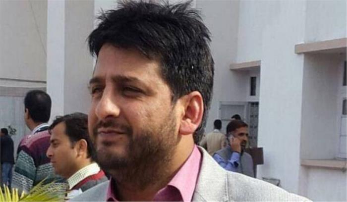 उत्तराखंड से रातों रात कश्मीरी छात्रों को ले जाने का मुद्दा गर्माया, महाराज बोले- PDP नेता पर FIR दर्ज हो, रावत ने कहा- छात्रों के लिए नए नियम