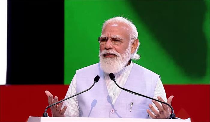 पीएम मोदी ने 75 जिलों के 75 हजार लाभार्थियों को सौंपी