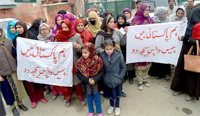 पूर्व आंतकियों के साथ जम्मू-कश्मीर आईं पाकिस्तान की महिलाओं ने मोदी-इमरान से मांगी मदद , कहा-परिजनो से मिलने को दस्तावेज दें