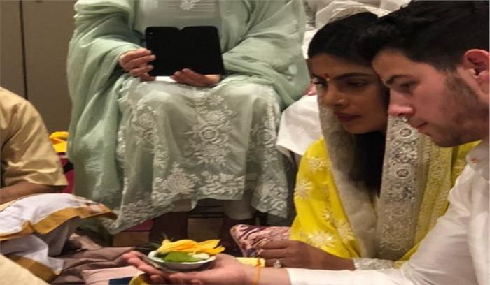विदेशी मुंडे की हो गई देसी गर्ल प्रियंका चोपड़ा, मुंबई स्थित घर पर हुआ सगाई समारोह, भारतीय परिधान में नजर आए प्रियंका-निक