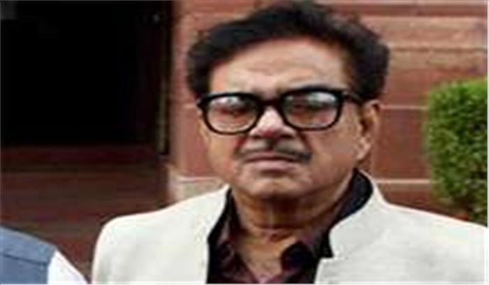 भाजपा सांसद शत्रुघ्न सिन्हा के जुहू स्थित घर पर बीएमसी ने चलाया हथोड़ा, तोड़ा गया अवैध निर्माण