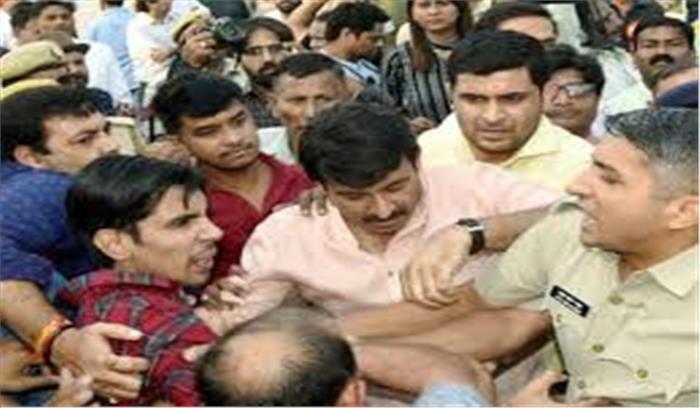 Breaking News - CM अरविंद केजरीवाल - MLA अमानततुल्ला के खिलाफ 6 धाराओं में दर्ज हुआ मुकदमा