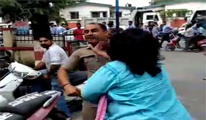 पद के गुरूर में उड़ाई कानून की धज्जियां, लखनऊ की एडीजी ने पुलिस से की मारपीट