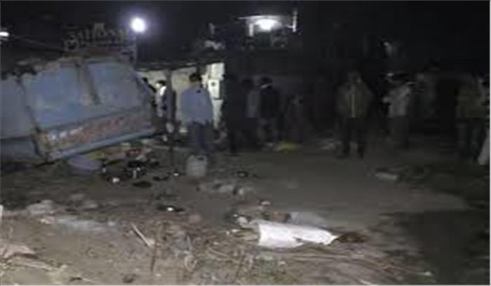 सूरत में अनियंत्रित डंपर ने फुटपाथ पर सो रहे मजदूरों को कुचला , 15 की मौत , कई घायल