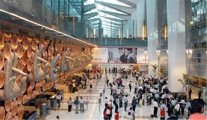 दुनिया भर के यात्री इन अजीबो-गरीबो चीजों को साथ लेकर करना चाहते हैं हवाई यात्रापर