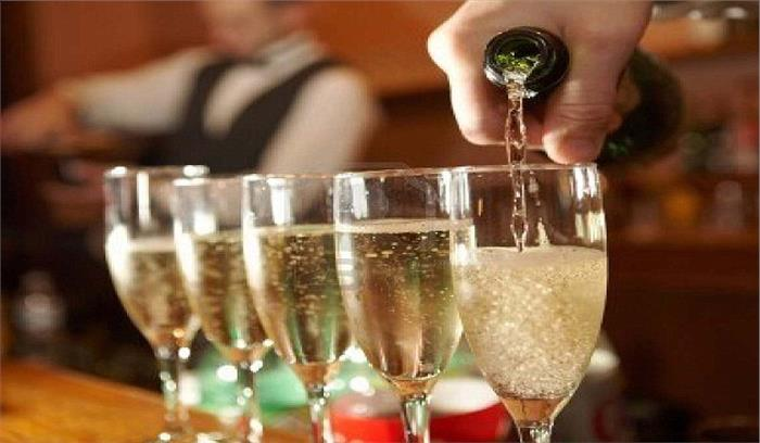 रोजाना शराब पीने से बढ़ता है त्वचा कैंसर का खतरा, पढ़े पूरी रिपोर्ट...
