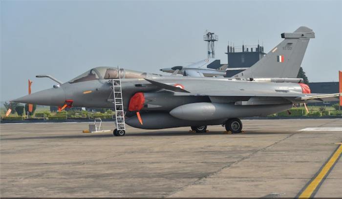 भारतीय वायुसेना में राफेल औपचारिक रूप से शामिल , राजनाथ सिंह बोले - दुश्मनों के लिए कड़ा और बड़ा संदेश