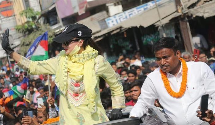 चुनाव प्रचार कर बिहार से लौटी अमीषा पटेल का आरोप - मेरा रेप हो सकता था , लोजपा उम्मीदवार ने बंधक बनाया
