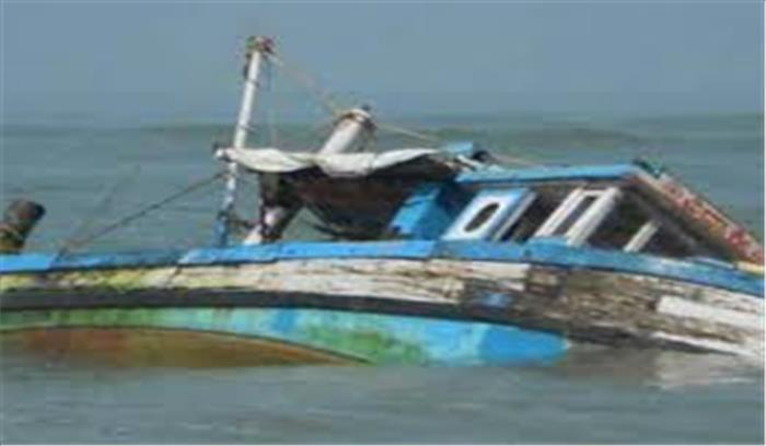 आंध्रप्रदेश में 50 लोगों से भरी नाव गोदावरी में पलटी, 23 लोग लापता, 17 को बचाया गया