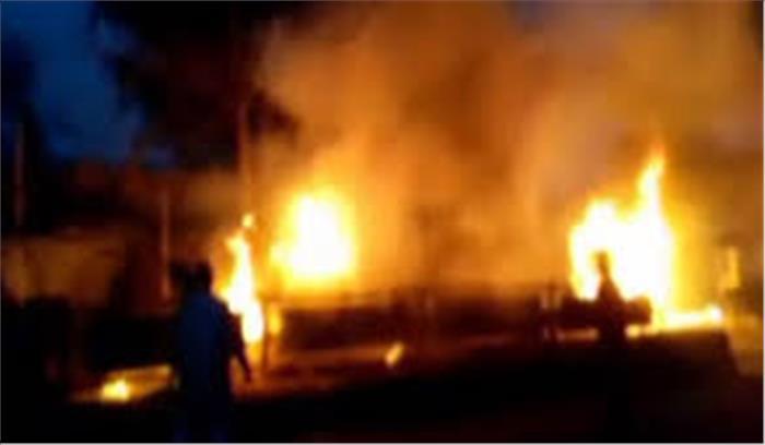 औरंगाबाद में दो गुटों के बीच हुई हिंसक झड़प, दुकानों और वाहनों में लगाई आग, 1 शख्स की मौत, 25 से ज्यादा घायल