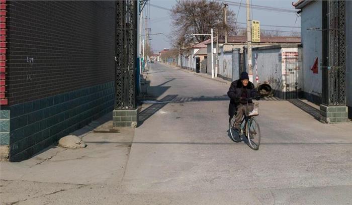 चीन में एक शख्स ने कमाई करने का निकाला अनोखा तरीका, रातों-रात बेच दी 800 मीटर सड़क