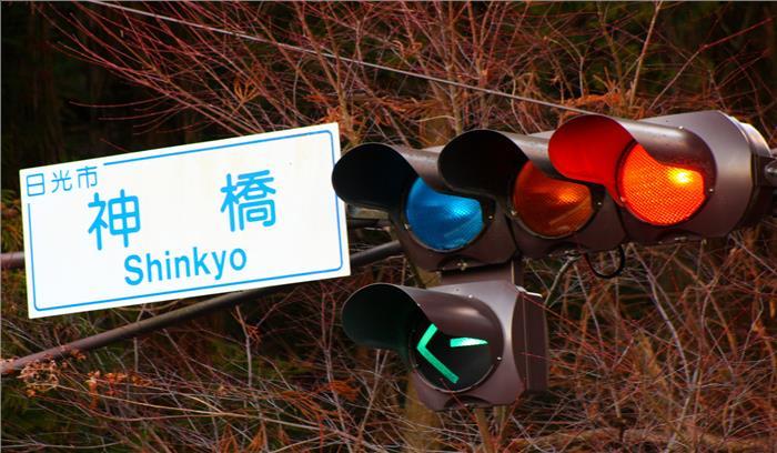 जापान की ट्रैफिक लाइट में होता है नीली बत्ती का उपयोग, जानें इसकी दिलचस्प वजह