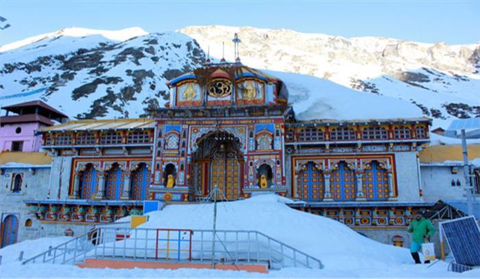 राज्य में मौसम का बदला मिजाज, बद्रीनाथ में हो रही जमकर बर्फबारी, कल बंद होंगे मंदिर के कपाट