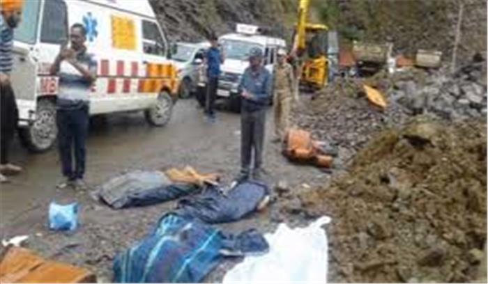 बद्रीनाथ हाईवे पर सिख तीर्थयात्रियों का ट्रैंपो ट्रेवलर दुर्घटनाग्रस्त , वाहन पर पहाड़ी से गिरा बड़ा पत्थर, 5 की मौत - 5 घायल