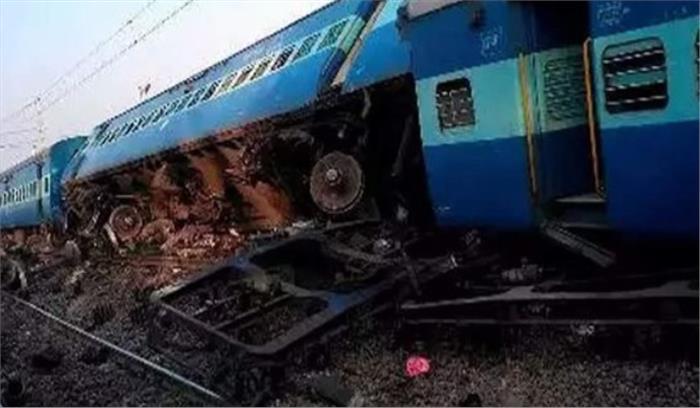 LIVE - बिहार से दिल्ली आ रही सीमांचल एक्सप्रेस दुर्घटनाग्रस्त , पटरी से उतरे 9 डिब्बे, 9 लोगों की मौत 25 से ज्यादा घायल