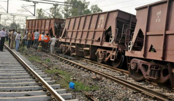 बिहार के करमनासा में पटरी से उतरे मालगाड़ी के 16 डिब्बे, रेलवे ट्रैक जाम