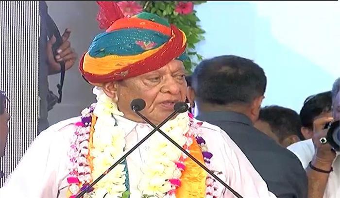 कांग्रेस ने मुझे पार्टी से निकाल दिया, मुझे भगवान शंकर ने विष पीना सिखाया है, मैं राजनीतिक जीवन से सन्यास लेता हूं - शंकर सिंह वाघेला