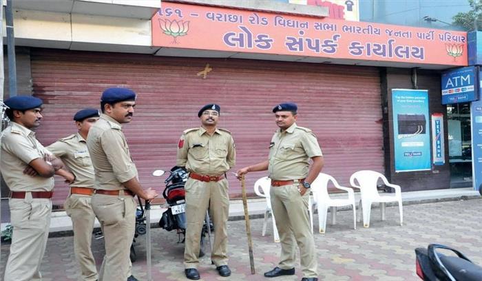 गुजरात में सियासी घमासान जारी, सूरत में भाजपा विघायक के कार्यालय में तोड़फोड़
