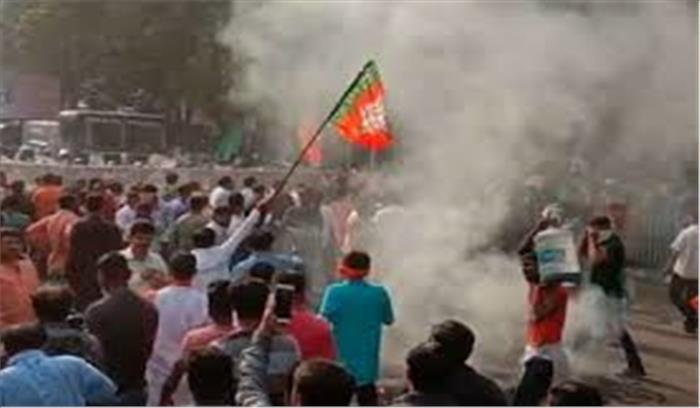 कोलकाता में भाजपा कार्यकर्ता पर लाठीचार्ज , सचिवालय तक भाजपा के मार्च को रोका