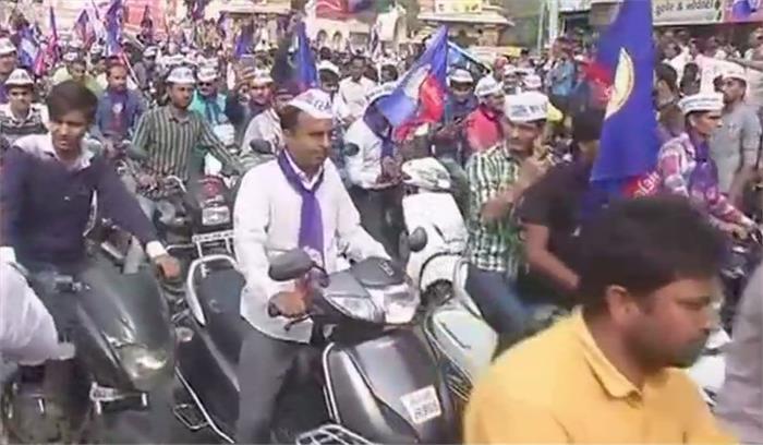 हार्दिक पटेल हो सकते हैं गिरफ्तार, अनुमति नहीं मिलने के बावजूद पूर्वी अहमदाबाद में निकाली बाइक रैली