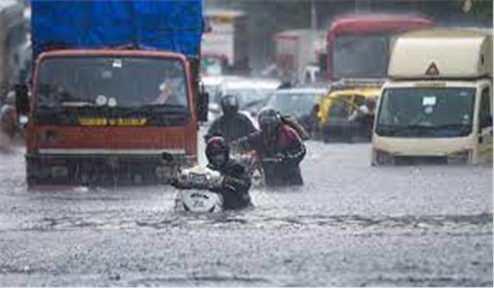 मुंबई में सब पानी- पानी , देर रात मूसलाधार बारिश से लैंड स्लाइड ,  10 लोगों की मौत , कई मलबे में दबे