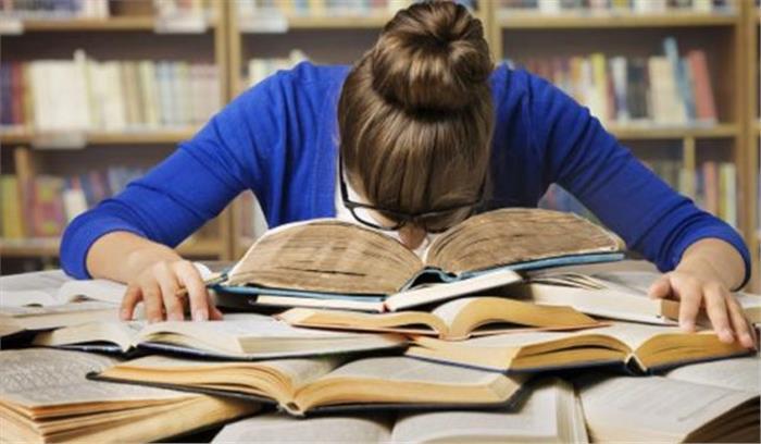 बच्चों को बोर्ड एग्जाम के तनाव से दूर करने के लिए parents अपनाएं ये 7 उपाय, बेहतर आएंगे परिणाम
