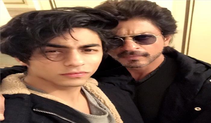 सुहाना की ड्रेस के बाद अब शाहरुख खान के बेटे आर्यन की जैकेट ने उड़ाया लोगों का होश...