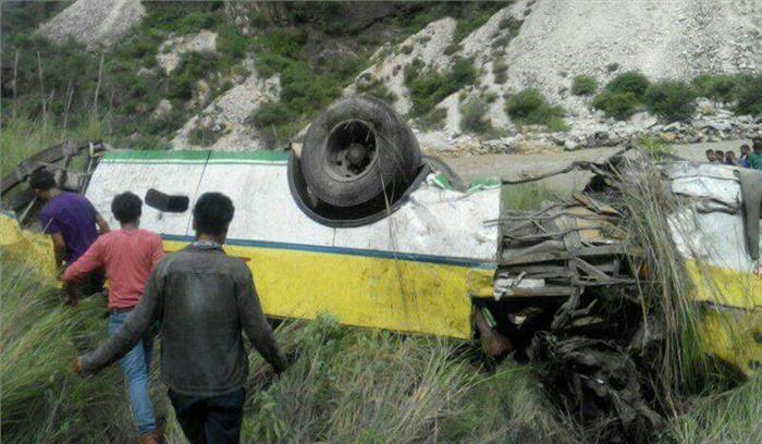 हिमाचल प्रदेश के रामपुर में सतलुज नदी में गिरी बस, 28 लोगों की मौत, कई घायल