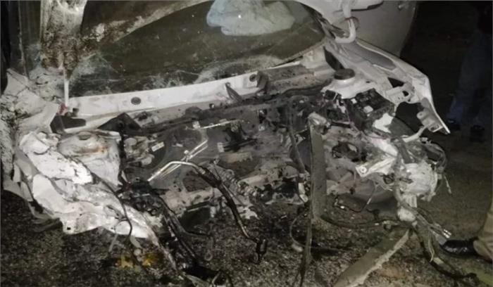 मसूरी में कार अनियंत्रित होकर खाई में गिरी , एक की मौत दूसरा गंभीर रूप से घायल