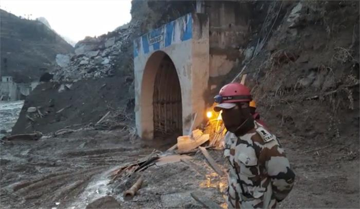 उत्तराखंड आपदा LIVE - टनल में फंसे लोगों को बचाने का काम जारी , अब तक 29 शव बरामद , 171 अभी भी लापता