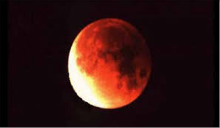 थोड़ी देर में लगने वाला है चंद्रग्रहण , भूलकर भी न करें ये काम , जाने कितने बजे से लग रहा है ग्रहण